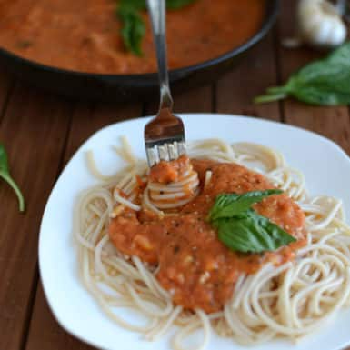 Check out this delicious recipe for homemade tomato basil marinara sauce!