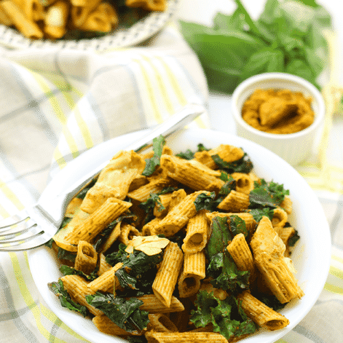 Sun-Dried Tomato Pesto Pasta Salad with Kale and Artichokes that is the perfect healthy pasta recipe that everybody will love.